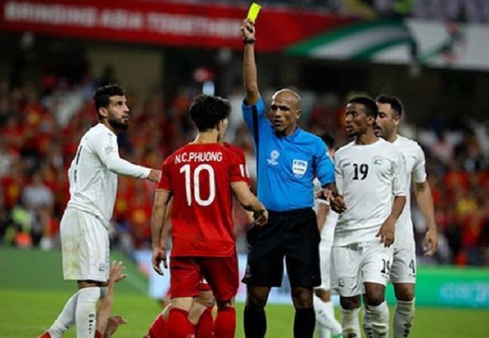 luật thẻ vàng trong bóng đá